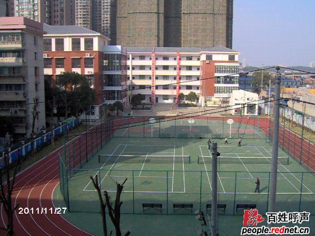 长沙芙蓉区大同古汉城小学校门外第一个红绿灯不能使用