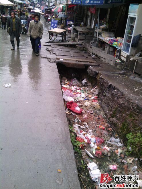 保靖县高架桥头至雅丽中学的街道一直未完工图片