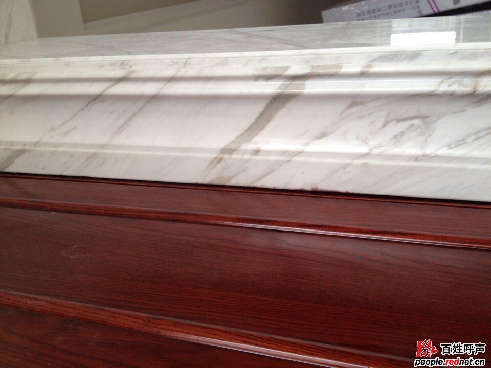 4个铺贴木地板的房间全部留错尺寸,衣帽间没按施工图纸施工,造成柜体