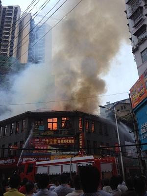 安化县东平镇大码头十字?#25151;?#26152;天大火烧成架,今天大早就开门营业