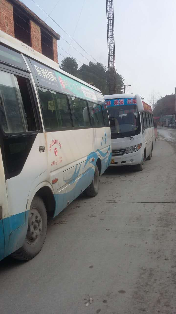 12月26日在花桥镇上被花桥至衡阳的班车业主拦住,他们没有任何的理由图片