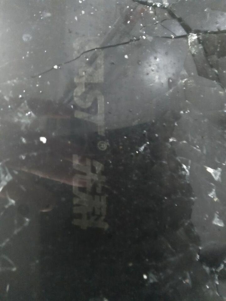 做饭时先科燃气灶钢化玻璃爆炸
