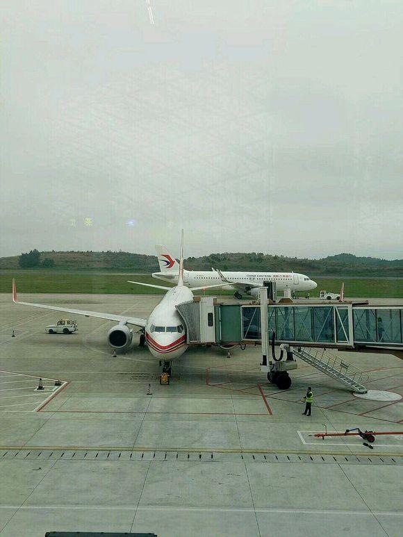 怀化隔壁铜仁机场很快开通韩国航班,怀化机场要加油啊!